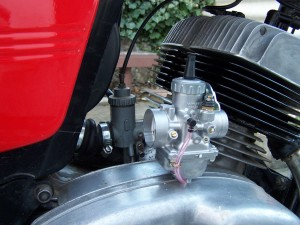 the different between a standard Jawa and Mikuni carbs